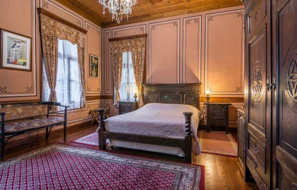Антична двойна стая със спалня – Старинна сграда с автентично обзавеждане