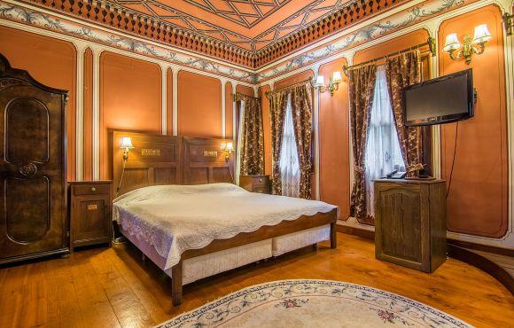 Антична двойна стая с автентична вана – Старинна сграда с автентично обзавеждане