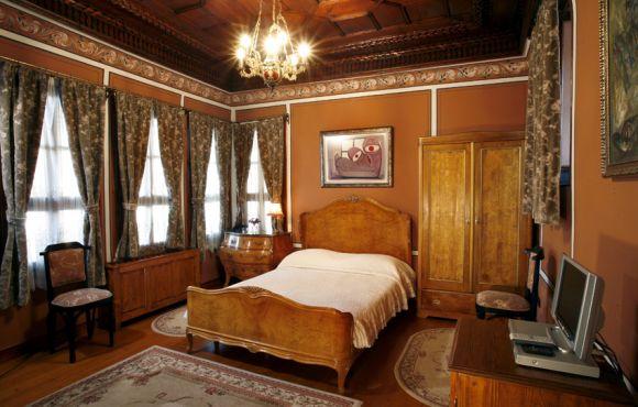 Антична двойна стая с веранда – Старинна сграда с автентично обзавеждане